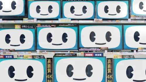 大量のテレビ画面に映るテレシーちゃんの顔の画像